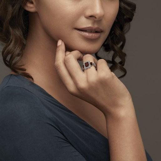 Garnet And Diamond Ring In White Gold (5.19 Gram) With Diamonds (0.592 Ct)