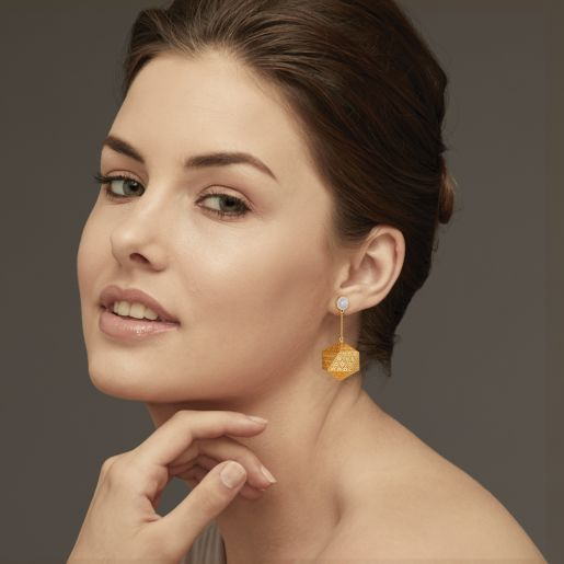 Diamond And White Pearl Earring In Yellow Gold (11.8 Gram)